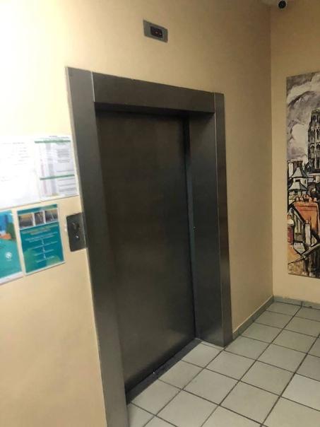  На улице Покрышкина с 5 этажа сорвался лифт с лю...